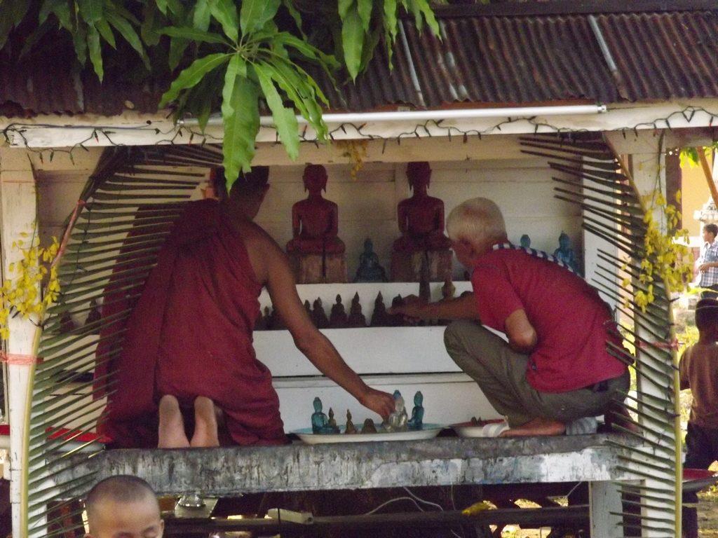 Champasak-Spa-Wellness-Center-Laos-Buddha-statues